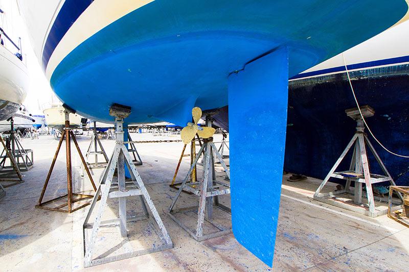 Cap Azur Marine   Spécialisés dans la mécanique marine à Macinaggio 04